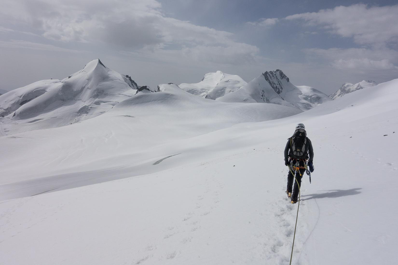 Walking back to the Alphubeljoch