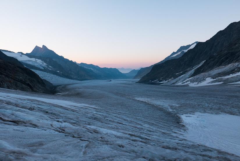 Sunrise down the Aletschgletscher