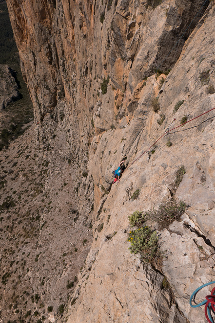 Approaching the exposed traverse on P3